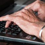 les dangers du web pour les personnes âgées